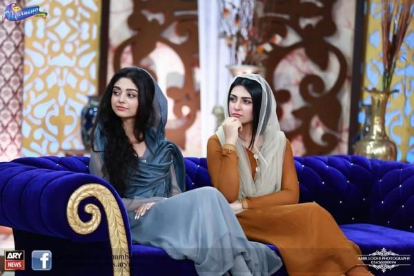 Pictures of Beautiful Sisters Sarah Khan and Noor Khan (7)