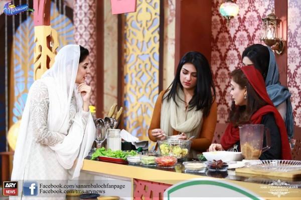 Pictures of Beautiful Sisters Sarah Khan and Noor Khan (8)