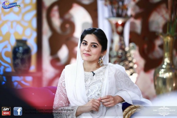 Pictures of Beautiful Sisters Sarah Khan and Noor Khan (9)
