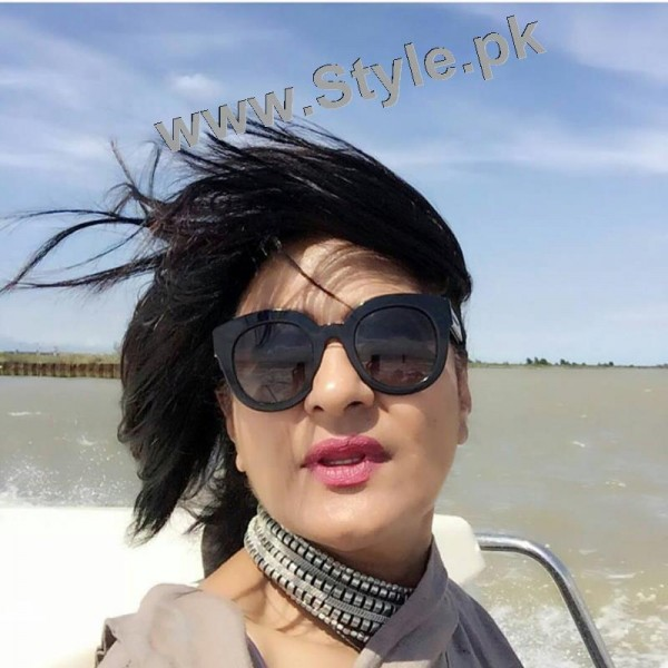 Saba Hamid Enjoying Vacations in Italy (6)