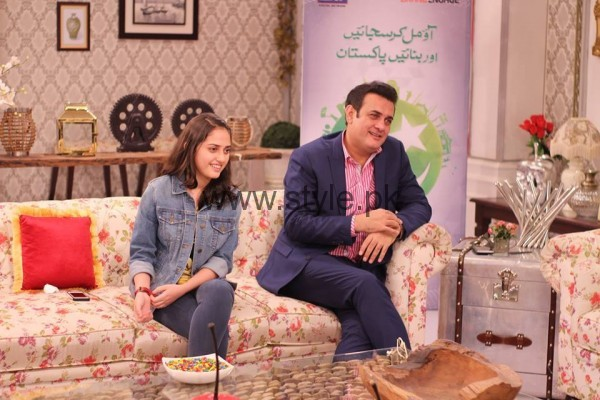 Shahood Alvi With His Daughter