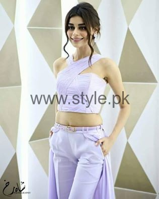 See A different look of Sadaf Kanwal at LSA 2016