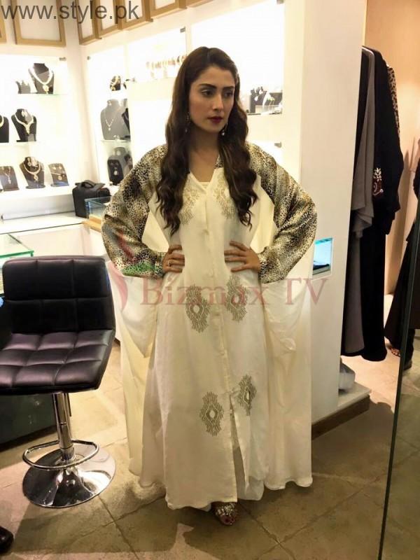 Ayeza Khan in Rabaya Hijab and Abaya (2)