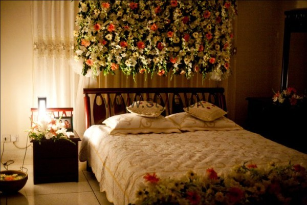 Bridal wedding room decoration ideas 2016 for Asian wedding bed decoration
