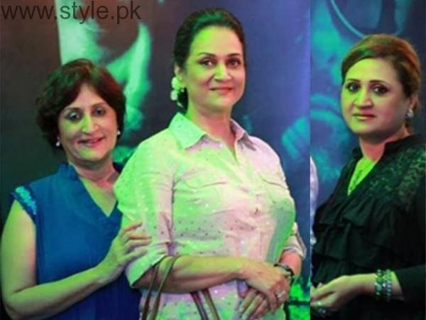Bushra Ansari With Sisters