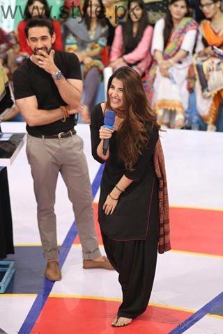 Hareem Farooq looked super hot in Black Shalwar Kameez (3)