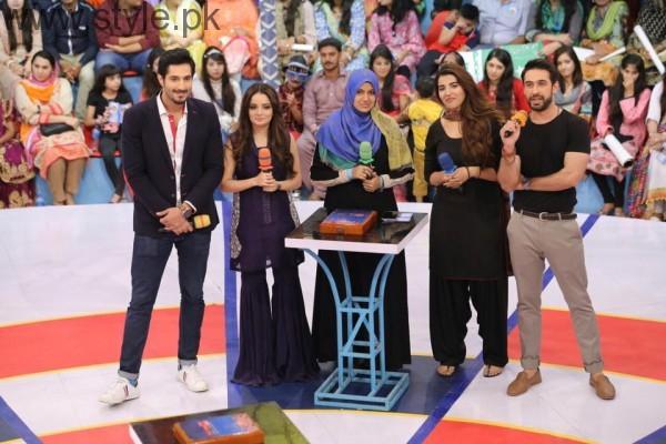 Hareem Farooq looked super hot in Black Shalwar Kameez (4)