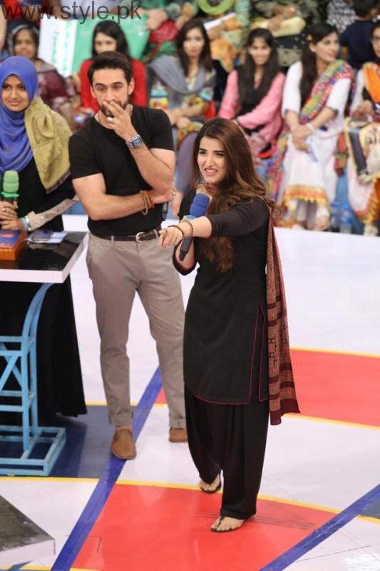 Hareem Farooq looked super hot in Black Shalwar Kameez (6)