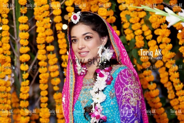 Latest Fresh Flowers Jewelry for Mehndi 2016 (2)