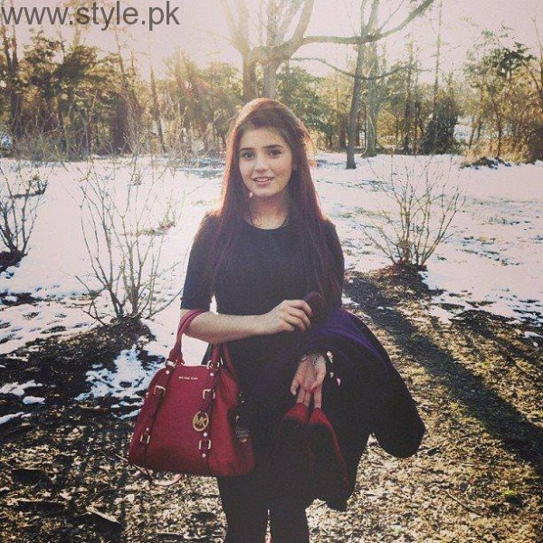 Momina Mustehsan's Biography and Pictures (2)
