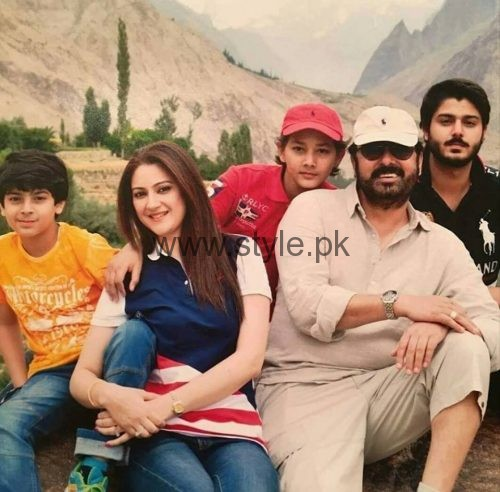 Noman Ijaz with wife and sons on vacations