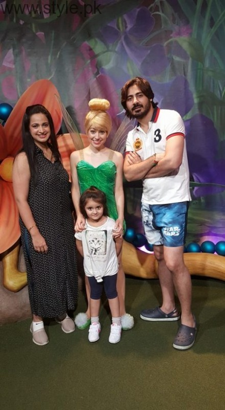 Noor Bukhari Enjoying In Usa With Her Family