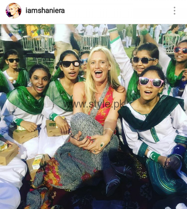 Pakistani Celebrities on Independence Day 2016 (5)