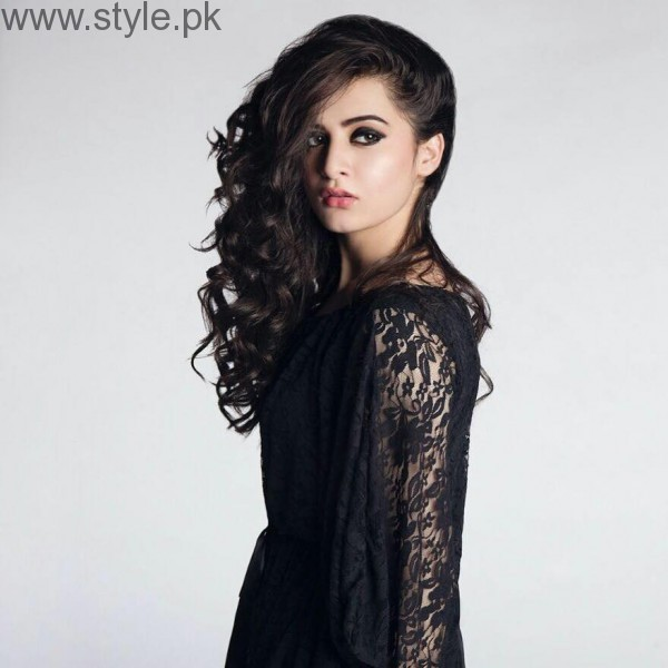 Breathtaking Photoshoot of Aiman Khan and Minal Khan (2)