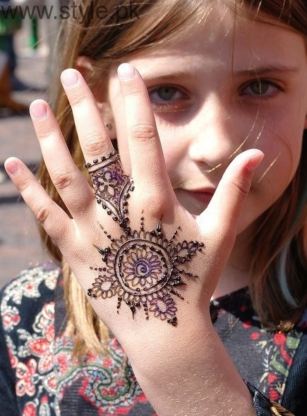 Latest Mehndi Designs 2016 for Kids (8)