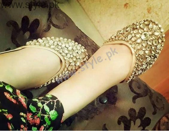 See Latest Pakistani Khussa Designs 2016 for Eid