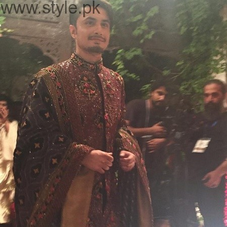 Mahira Khan and Ali Zafar walked on ramp for Divani Couture 2016 (2)