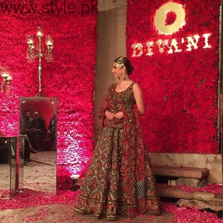 Mahira Khan and Ali Zafar walked on ramp for Divani Couture 2016 (4)