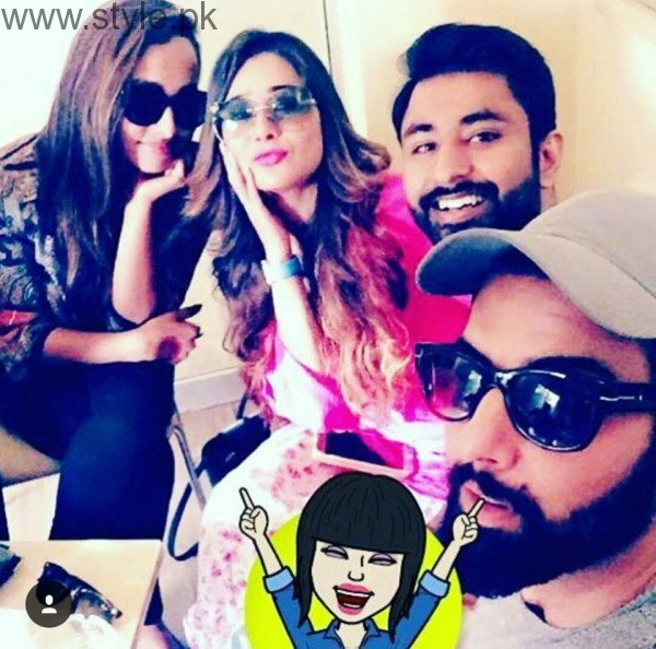 Recent Clicks of Indian Actress Sara Khan and Noor Hassan (6)