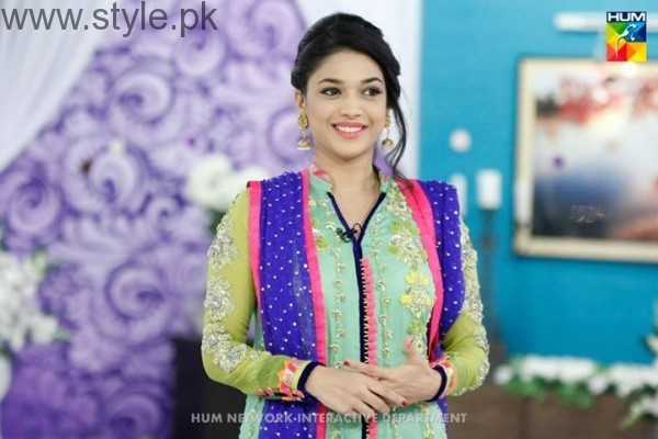 Sanam Jung proves that you can carry pink lipstick with every dress (3)