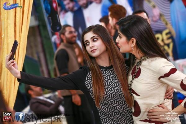 Aima Baig Selfie with Sanam Baloch