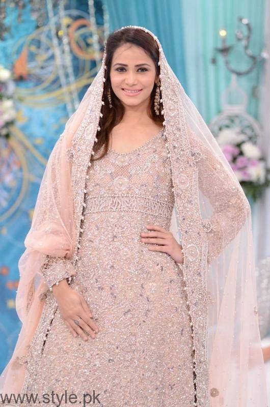Beautiful Dresses at Good Morning Pakistan