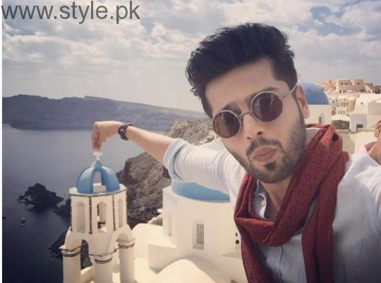Fahad Mustafa is vacationing with wife in Greece (1)
