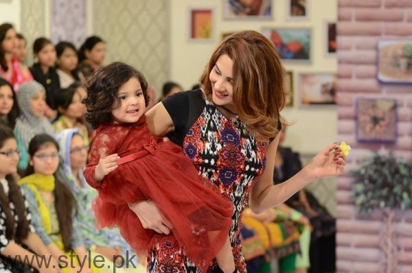 Fiza Ali with her daughter in Good Morning Pakistan (4)