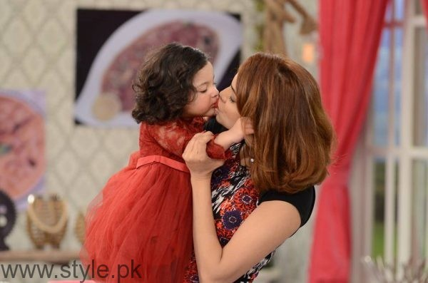 Fiza Ali with her daughter in Good Morning Pakistan (9)