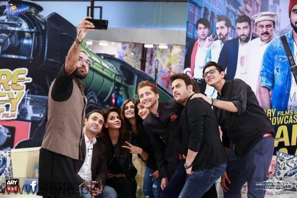 Lahore se Aagey Cast Selfie in Sanam Baloch's Morning Show