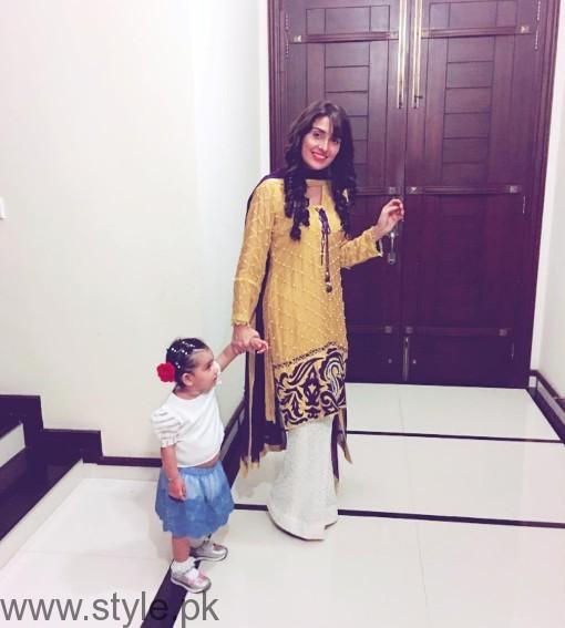Latest Clicks of Ayeza Khan with her daughter Hoorain (2)