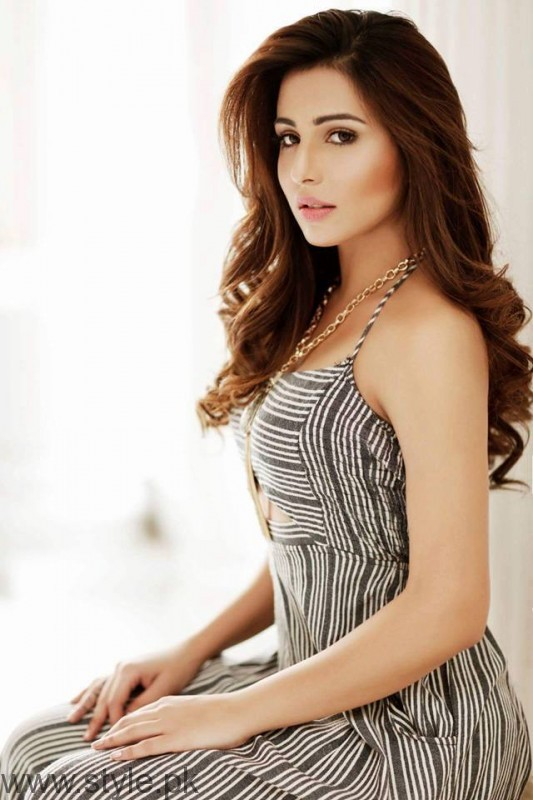 Latest Pictures of Ushna Shah (2)