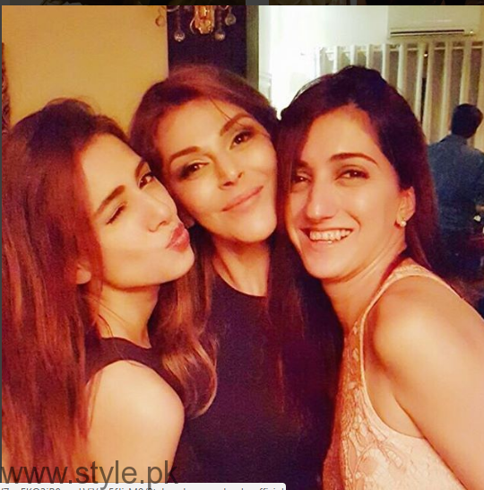 Pakistani Celebrities at Frieha Altaf's birthday party (3)