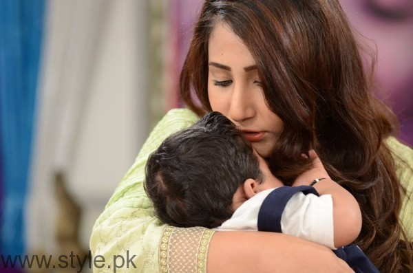 Pari Hashmi with her baby in Good Morning Pakistan (10)