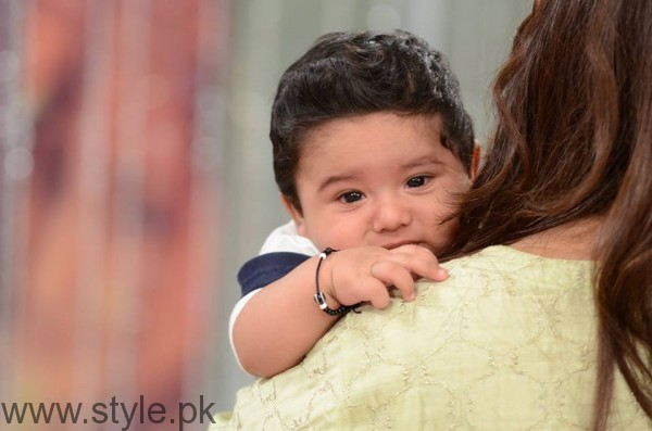 Pari Hashmi with her baby in Good Morning Pakistan (11)