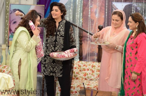 Pari Hashmi with her baby in Good Morning Pakistan (12)