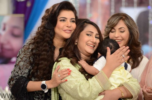 Pari Hashmi with her baby in Good Morning Pakistan (7)