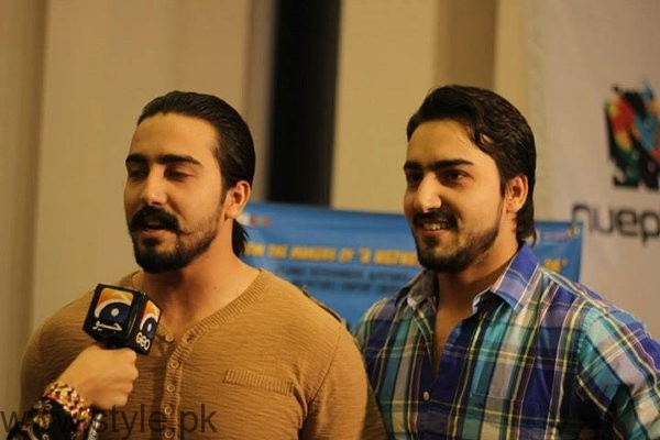 Pictures Of Pakistani Celebrities And Their Identical Twins002