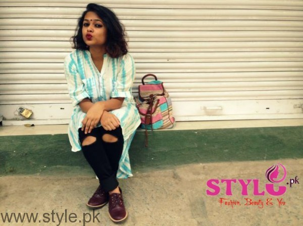 The ripped style Jeans with Kurta Trend