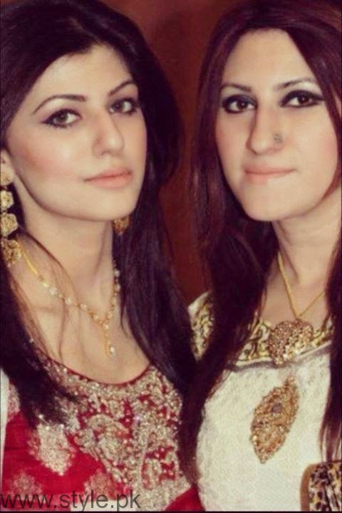 Anam Ahmad With Her Mother