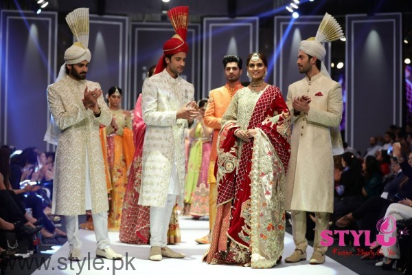 Deepak Perwani Fashion Pakistan Week 2016 (1)