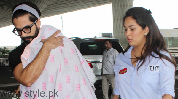 Glimpse of Shahid Kapoor's daughter (1)