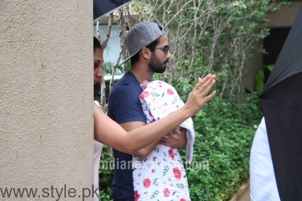 Glimpse of Shahid Kapoor's daughter (3)