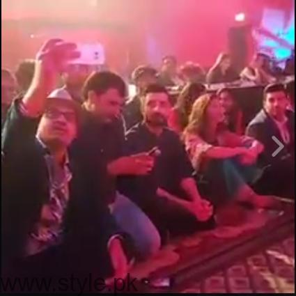 Hamza Ali Abbasi and Mahira Khan- Fan moment