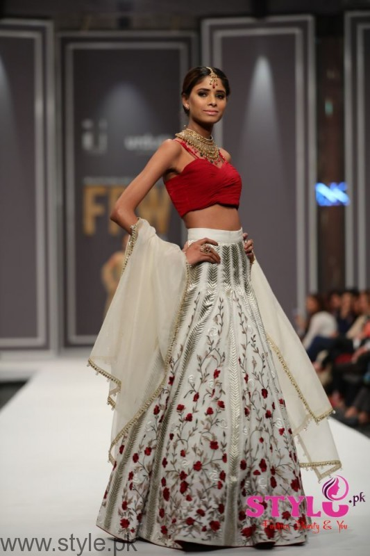 Natasha Kamal's Dresses at FPW2016 (1)