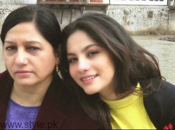Neelam Munir Mother