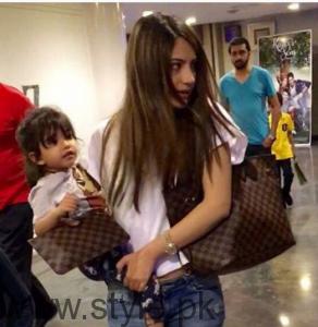 Neelum Muneer with her family (2)