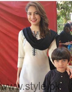 Neelum Muneer with her family (4)