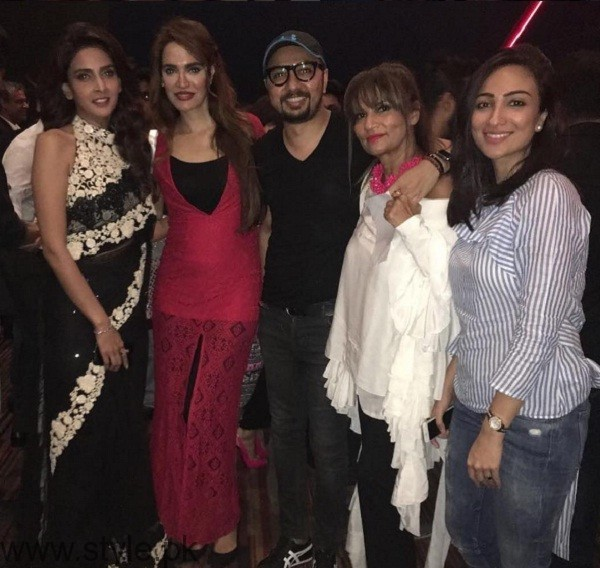 Pakistani Celebrities At Lahore Se Aagey Premiere In Karachi 02