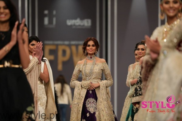 Shehla Chatoor FPW2016 Day 2 (4)
